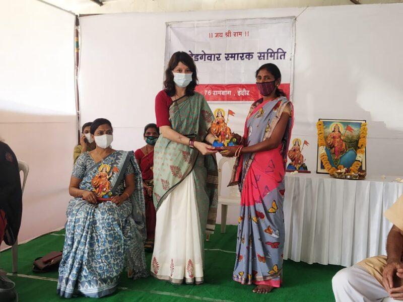 हेडगेवार स्मारक समिति के तत्वाधान में महिला दिवस पर स्वास्थ्य शिविर आयोजित